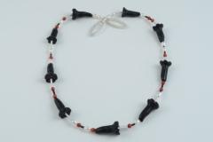 """""""black-flowers"""" Silber, Onyx, Bamboo-Koralle, Süßwasserperlen (Preis auf Anfrage)"""