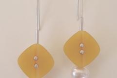 """""""les-jaunes"""" Silber, antiker Knopf, Süßwasserperlen (Preis auf Anfrage)"""